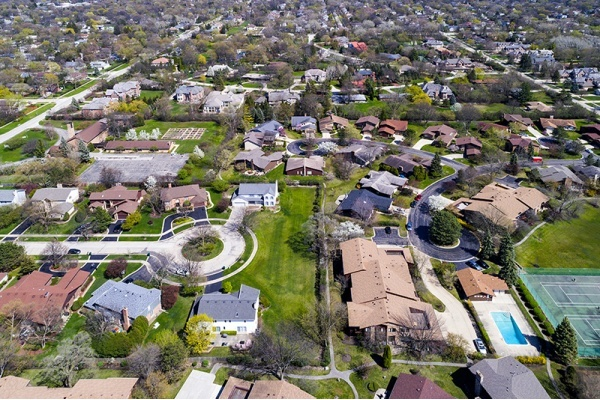 Which Chicago suburbs are hot for home buyers?
