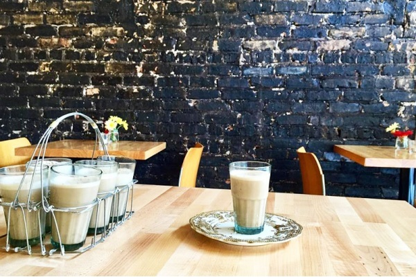 The Tea Drinker's Guide to Chicago's Neighborhood Cafes, Shops, and Restaurants