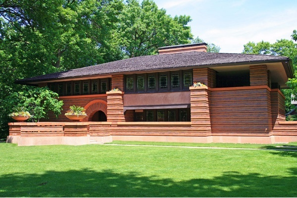 Title photo - Examining the Rich History of Oak Park: Frank Lloyd Wright, Ernest Hemingway, and More