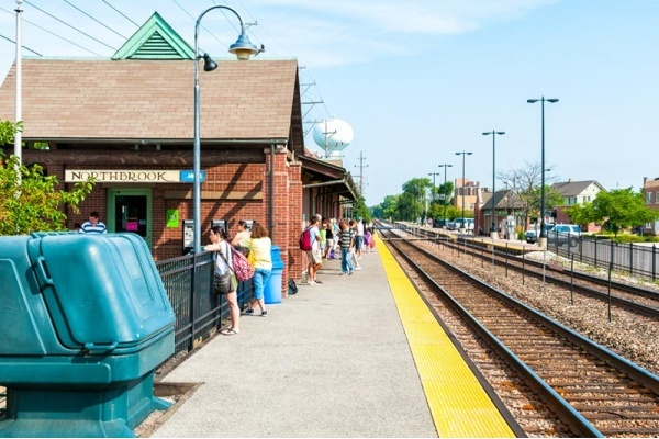 6 Suburban Cities With Easy Commutes to Chicago