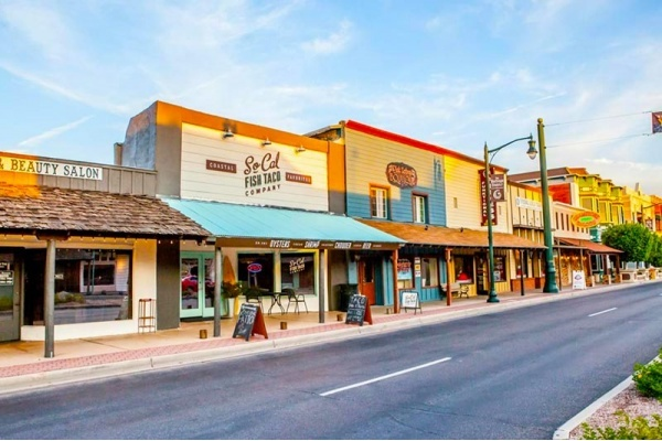 4 Phoenix Suburbs With the Best Downtowns