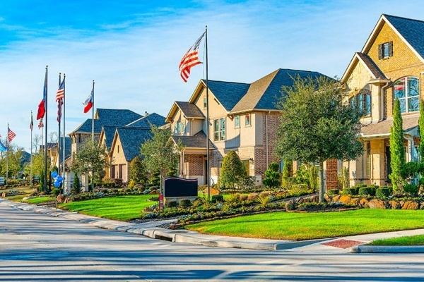 Master-Planned Community Sienna Plantation Has a Lot to Offer
