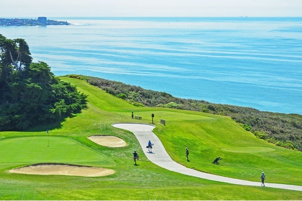 5 Neighborhoods in San Diego County Made for the Golf Life