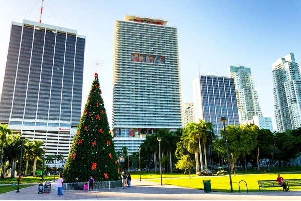 Title photo - 4 of the Best Miami Neighborhoods for Celebrating the Holidays
