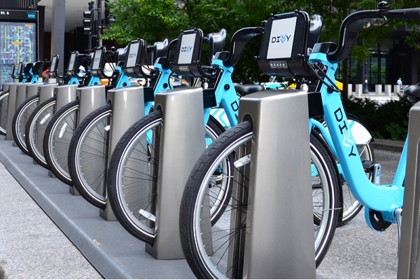 Chicago's Divvy Program Saw Income Drop Following South, West Sides Expansion