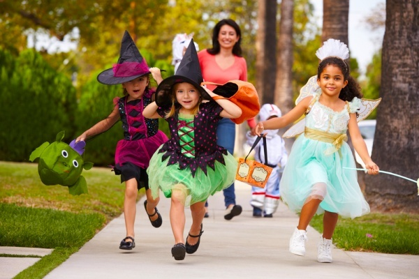 6 of the Best Chicago Neighborhoods for Trick-or-Treating This Halloween