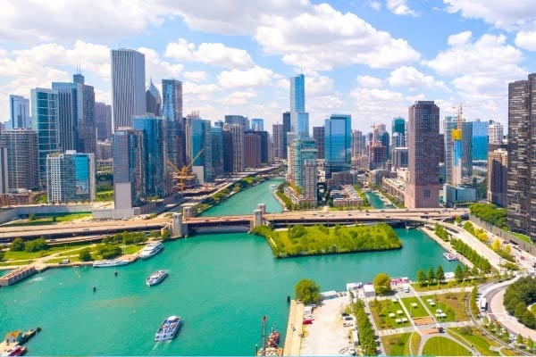 5 Neighborhoods to Explore on the Chicago Water Taxi