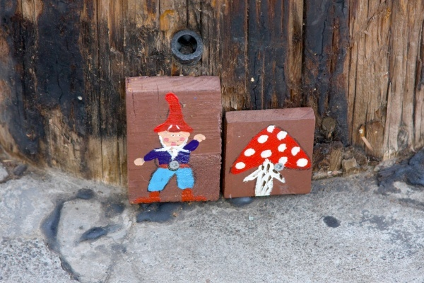 Why are there mysterious gnomes all over Oakland?