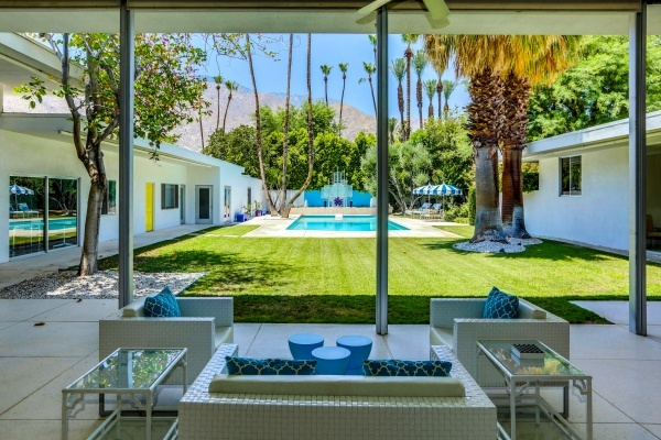 Huge Palm Springs Midcentury Residence Lists for $4.4M