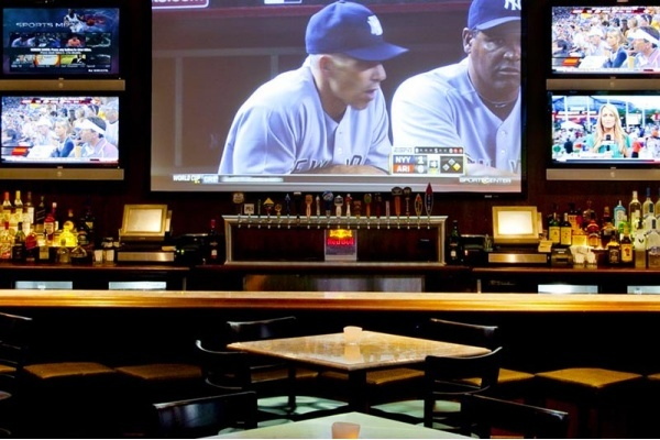The Best LA Neighborhood Bars for Watching NBA Playoff Games