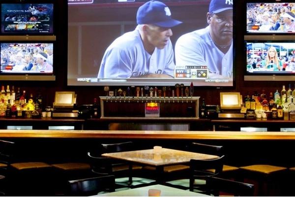 The Best LA Neighborhood Bars for Watching NBA Playoff Games