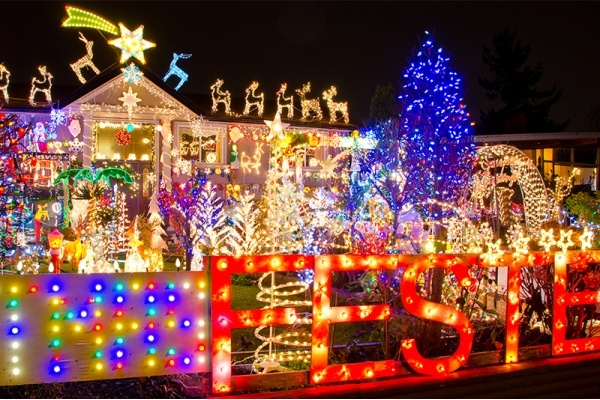 Gilbert's 'Christmas on Comstock' Named Best Arizona Neighborhood for Holiday Lights