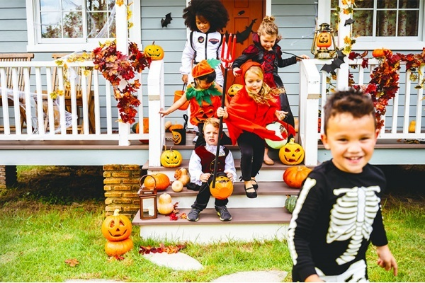 Title photo - The Best Neighborhoods for Trick-or-Treating in Dallas