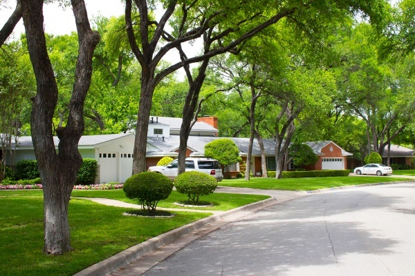 The Best Dallas-Fort Worth Neighborhoods to Find Historic Homes