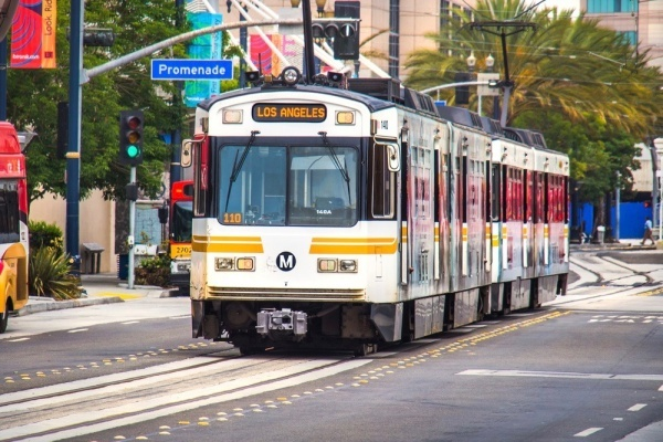 Glendale Considers New Streetcar Connecting to Burbank Airport