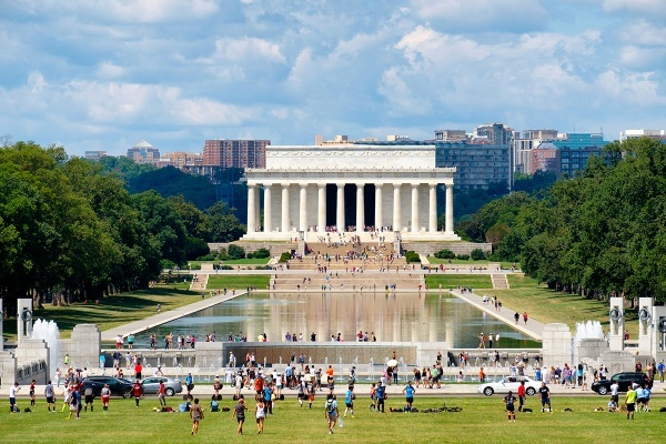 Title photo - National Park Service Aims to Halt Recreation on the Mall, Boost Fees for Athletic Fields