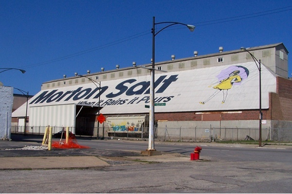 Morton Salt Girl Stays As Chicago Building is Expected to Undergo Massive Renovations