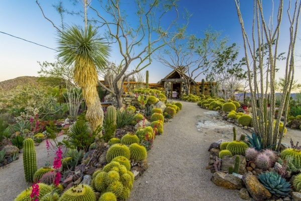 Joshua Tree's Mojave Rock Ranch Marvels for $4.5 Million