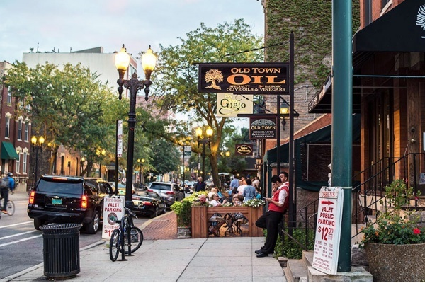 5 Reasons to Settle Down in Chicago's Old Town Neighborhood