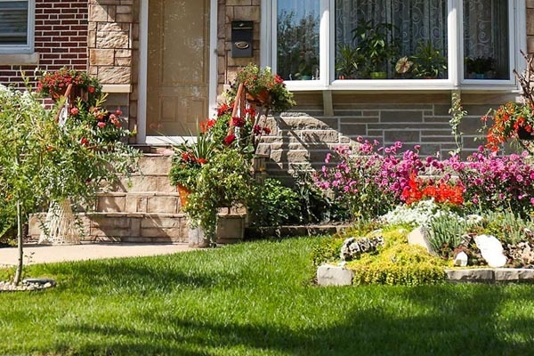 What type of landscaping pays off when selling your home?