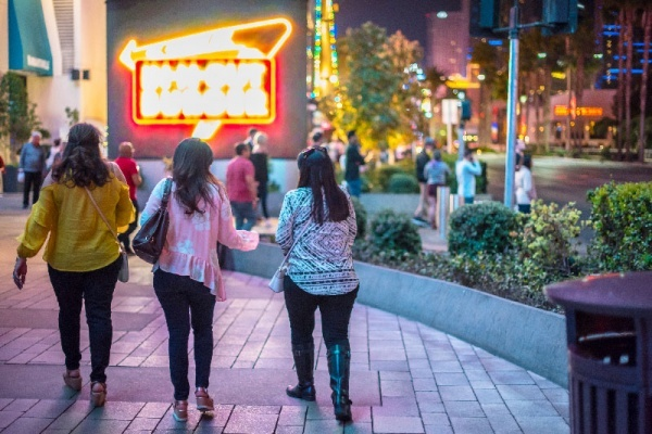 How To Make Friends in a New City: Las Vegas
