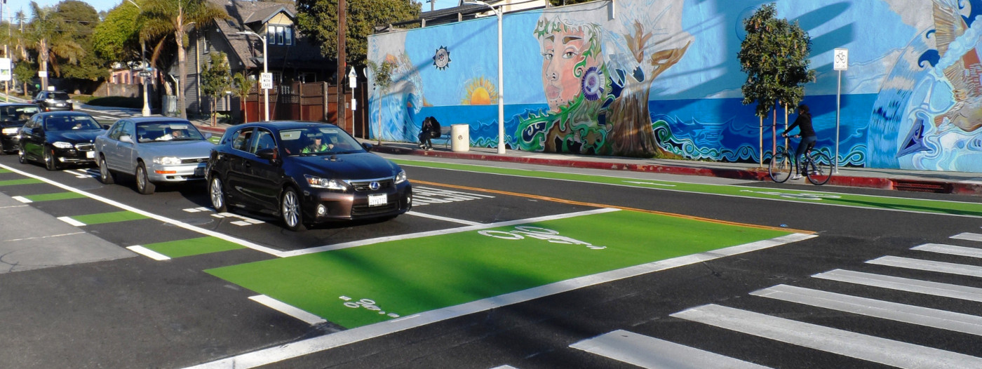 Santa Monica Welcomes New Green Bike Boxes at Intersections