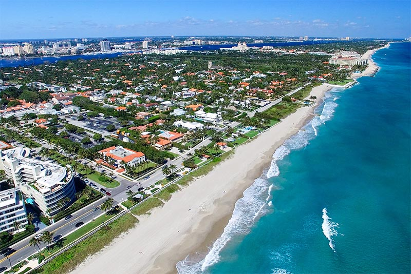 An overhead view of the beach portion of Palm Beach in Florida